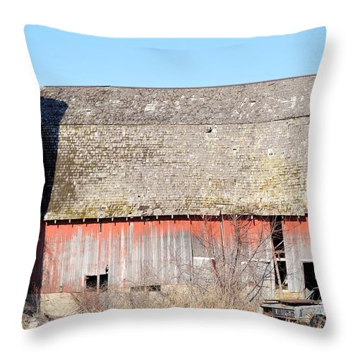 Barn Throw Pillow featuring the photograph Eduring Time by Bonfire Photography
