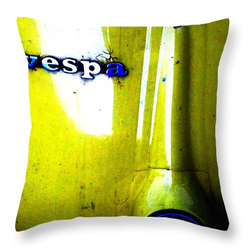 Newel Hunter Throw Pillow featuring the photograph esp by Newel Hunter