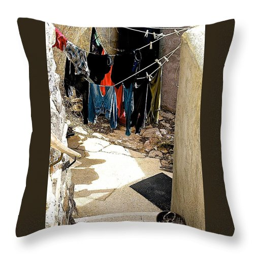Arcosanti Throw Pillow featuring the photograph Experimental Living by Barbara Zahno