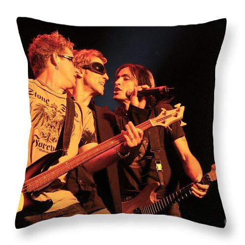 Guitar Throw Pillow featuring the photograph Extreme by Concert Photos