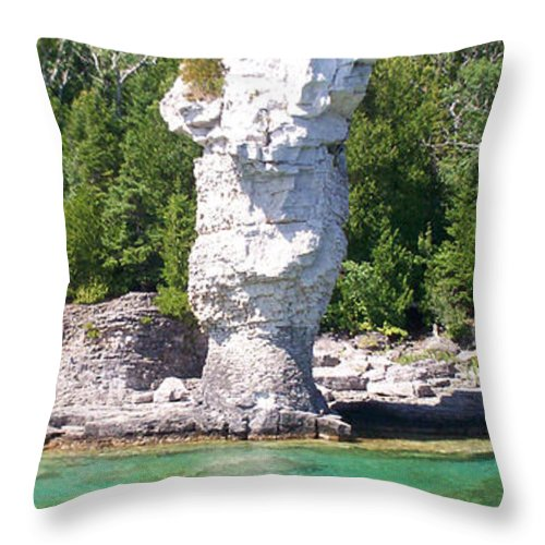 Flowerpot Island Throw Pillow featuring the photograph Flowerpot Island - Detail by Richard Andrews