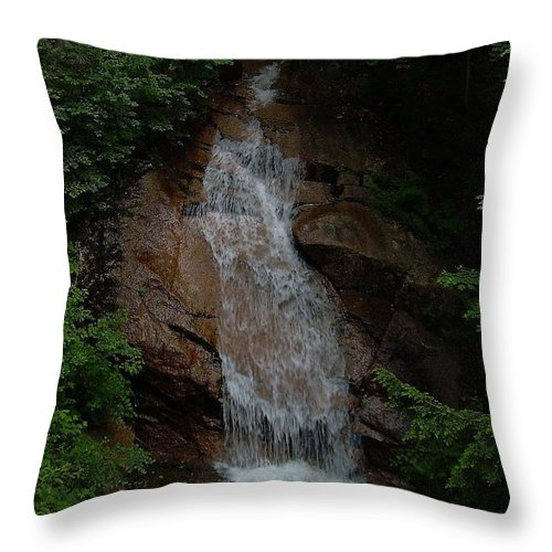 Flume Gorge Throw Pillow featuring the photograph Flume Gorge by Jeff Heimlich