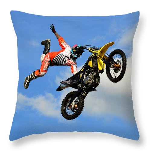 Throw Pillow featuring the photograph Flying One by David Lee Thompson