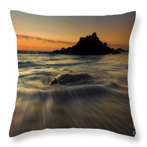 Fogarty Creek Throw Pillow featuring the photograph Fogarty Creek Sunset by Mike Dawson