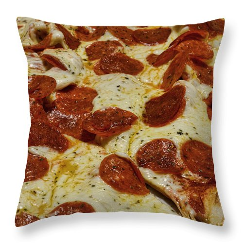 Paul Ward Throw Pillow featuring the photograph Food - Pepperoni Pizza by Paul Ward