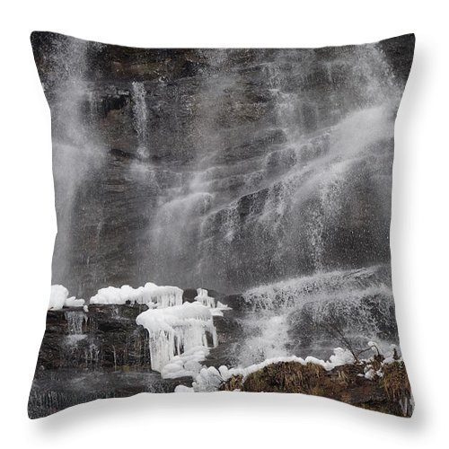 Amicalola Throw Pillow featuring the photograph Frozen Falls by John Wall