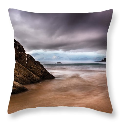Sea Throw Pillow featuring the photograph Good Morning Sunshine by Edgar Laureano