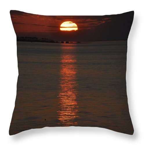Sunsets Throw Pillow featuring the photograph Goodnight Sun by Jan Amiss Photography