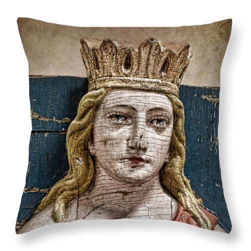 Queen Throw Pillow featuring the photograph Grace by K Hines
