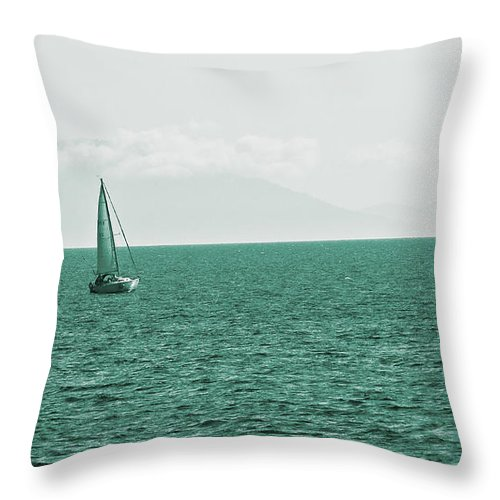 Ocean Throw Pillow featuring the photograph Grean Murchant by David Fabian