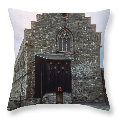 Haakon's Hall Bergenhus Fortress Bergen Norway Structure Structures Building Buildings Architecture Throw Pillow featuring the photograph Haakon's Hall by Bob Phillips