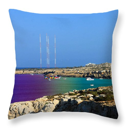Augusta Stylianou Throw Pillow featuring the photograph Happy Holidays by Augusta Stylianou