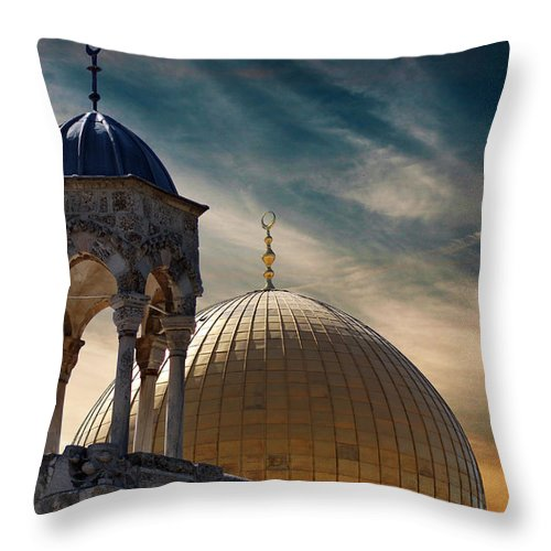Dome Of The Rock Throw Pillow featuring the photograph Heaven Next Door by Munir Alawi