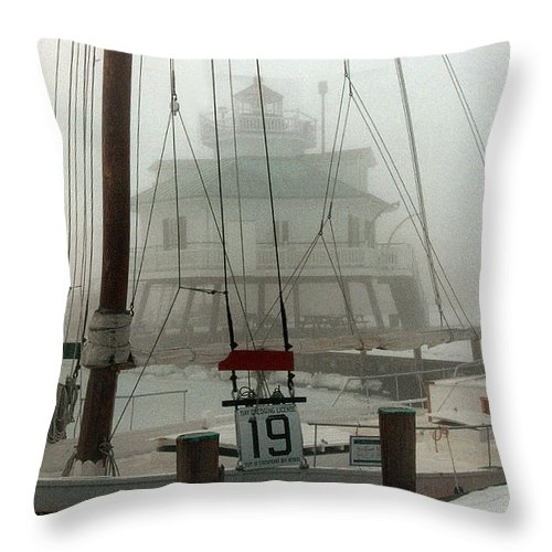 Lighthouse Throw Pillow featuring the photograph Hooper Straight Lighthouse by Skip Willits