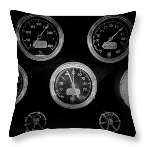 Mechanics Throw Pillow featuring the photograph Internal Mechanics Uss Bowfin Pearl Harbor V3 by Douglas Barnard