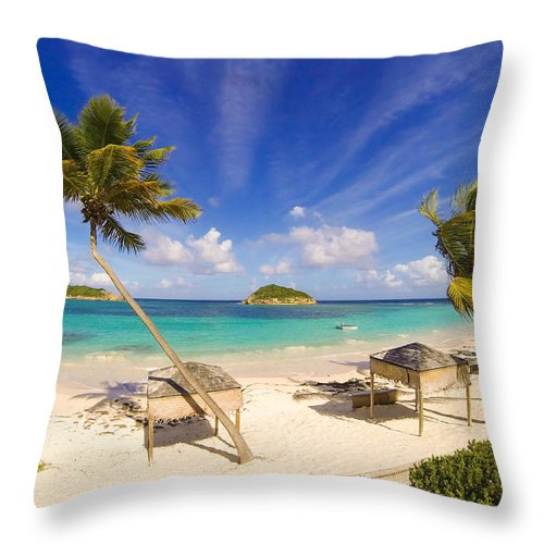 Halfmoon Bay Throw Pillow featuring the photograph Island Breeze by Ferry Zievinger
