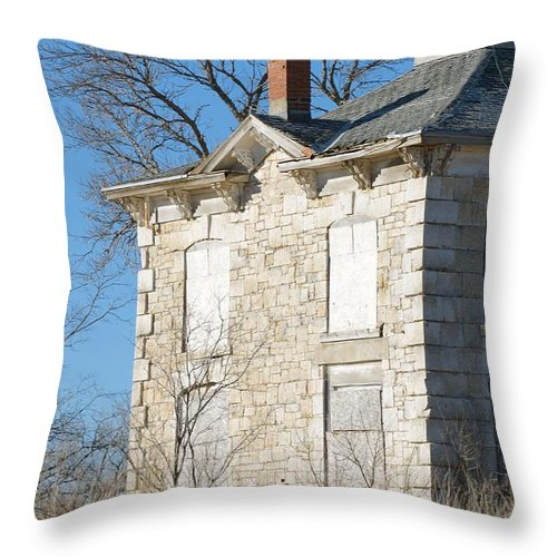 Israel Beetison House Throw Pillow featuring the photograph Israel Beetison House No. 4 by Christine Belt