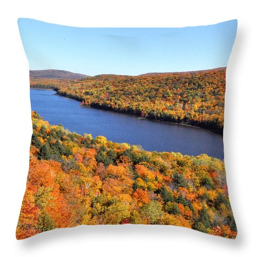Upper Peninsula Throw Pillow featuring the photograph Lake Of The Clouds by Kathryn Lund Johnson