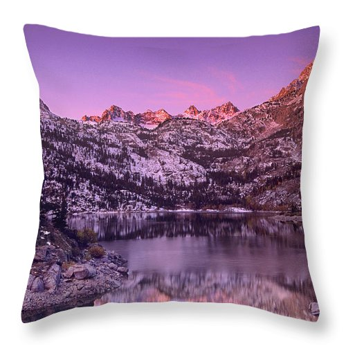 North America Throw Pillow featuring the photograph Lake Sabrina Sunrise Eastern Sierras California by Dave Welling
