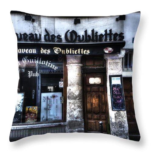 Evie Throw Pillow featuring the photograph Le Taveau Des Oubliettes Paris France by Evie Carrier