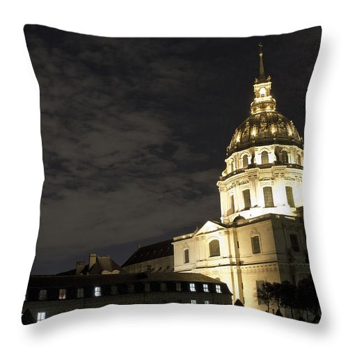 Les Invalides Throw Pillow featuring the photograph Les Invalides - Eglise Du Dome At Night - 2 by Hany J
