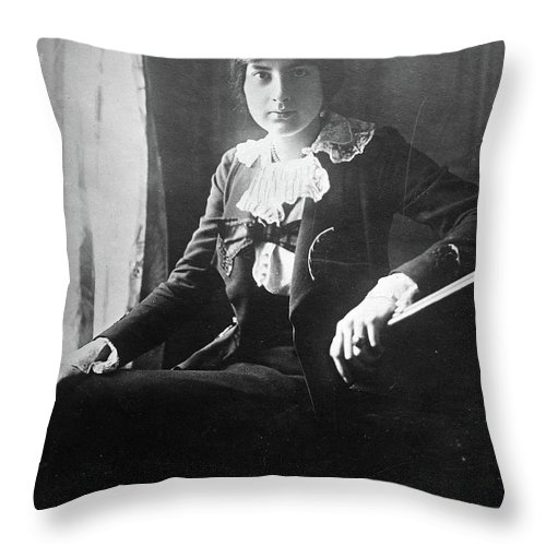 1918 Throw Pillow featuring the photograph Lili Boulanger (1893-1918) by Granger
