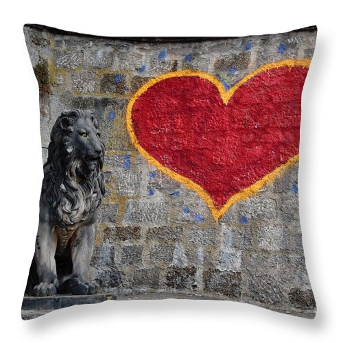 Statue Throw Pillow featuring the photograph Lionheart by Thomas Marchessault