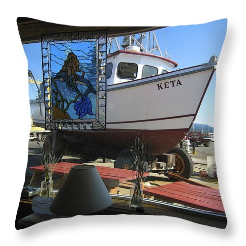 Oregon Throw Pillow featuring the photograph Lunch At Griffs On The Coast by Daniel Hagerman