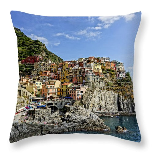 Cinque Terre Throw Pillow featuring the photograph Manarola Italy Dsc02563 by Greg Kluempers