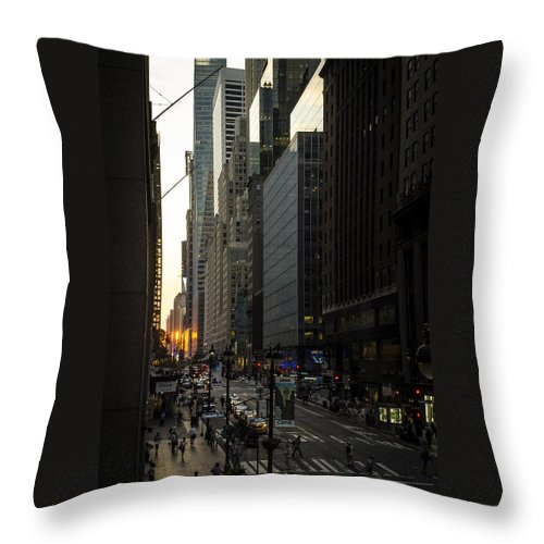 Manhattanhenge Throw Pillow featuring the photograph Manhattanhenge On The Side by GeeLeesa Productions
