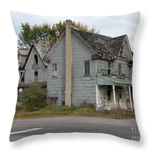 Scenic Tours Throw Pillow featuring the photograph Melitota Gen Store by Skip Willits