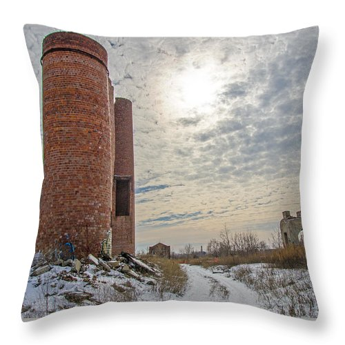 Milwaukee - Solvay Coke And Gas Company Throw Pillow featuring the photograph Milwaukee - Solvay Coke And Gas Company 18 by Susan McMenamin