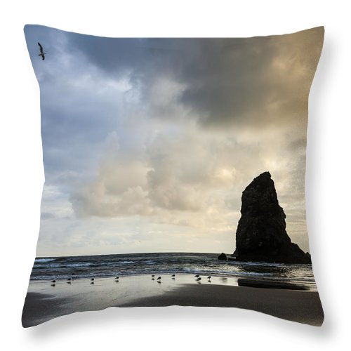 Oregon Throw Pillow featuring the photograph Monster's Tooth by Andy Bitterer