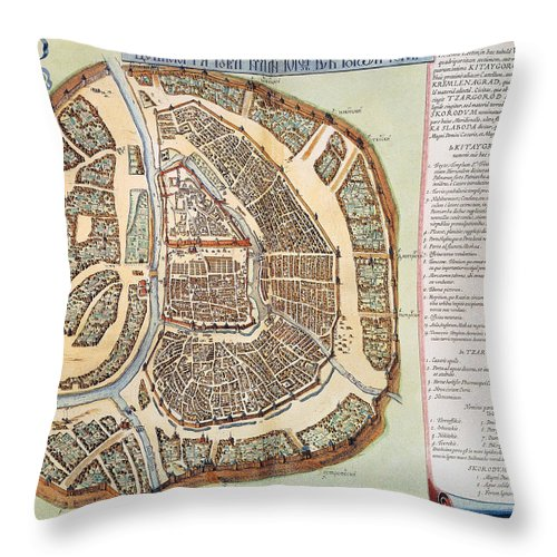 1662 Throw Pillow featuring the photograph Moscow: Map, 1662 by Granger