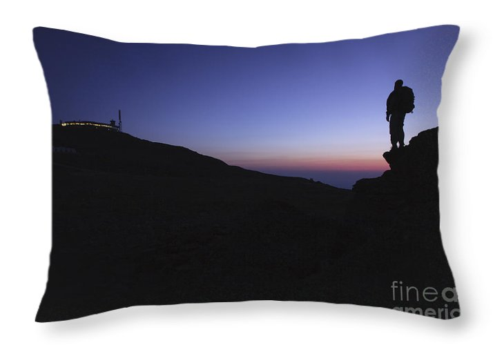 Mount Washington Throw Pillow featuring the photograph Mount Washington - New Hampshire Usa by Erin Paul Donovan