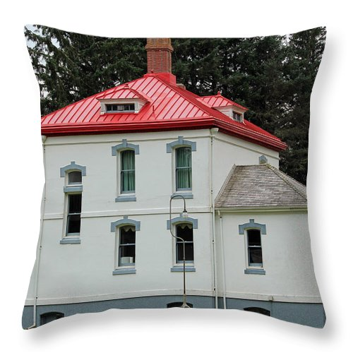 Washington State Lighthouses Throw Pillow featuring the photograph North Head Lighthouse Keepers Quarters by E Faithe Lester