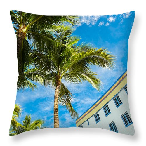 Architecture Throw Pillow featuring the photograph Ocean Drive by Raul Rodriguez