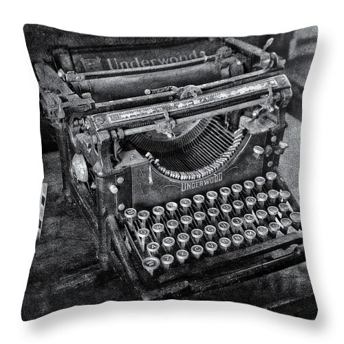 Underwood Typewriter Throw Pillow featuring the photograph Old Fashioned Underwood Typewriter Bw by Susan Candelario