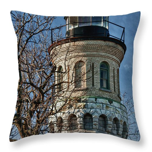Lighthouse Throw Pillow featuring the photograph Old Fort Niagara Lighthouse 4484 by Guy Whiteley