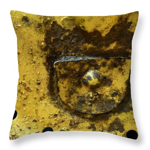 Newel Hunter Throw Pillow featuring the photograph Ole Yeller by Newel Hunter