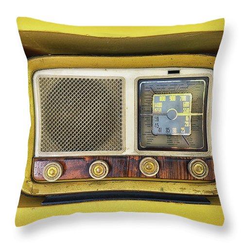 Music Throw Pillow featuring the photograph Ols School Radio by Chema Mancebo