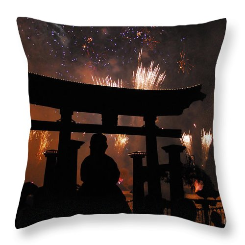 Father Throw Pillow featuring the photograph On Dad's Shoulders by David Lee Thompson