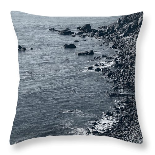 oregon Coast Throw Pillow featuring the photograph Pacific Coast 4 by Daniel Hagerman