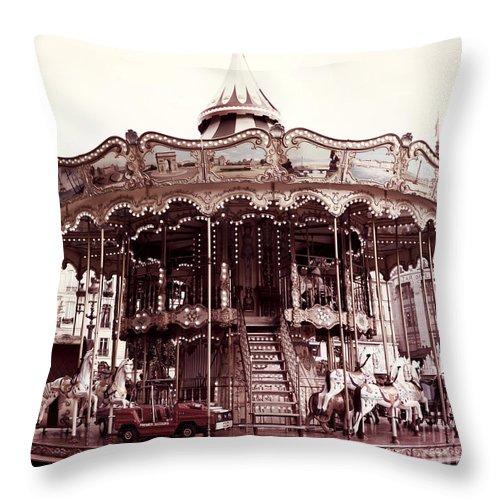 paris carousel merry go round hotel de ville paris carousel horses