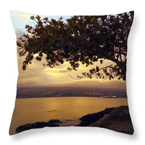 mauna Kea Throw Pillow featuring the photograph Peaceful Sundown On Hilo Bay - Hawaii by Daniel Hagerman