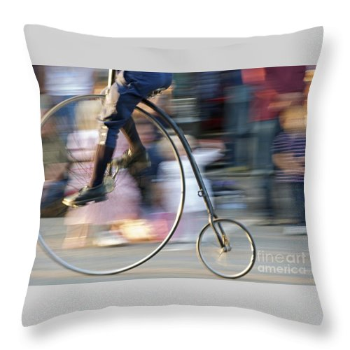 Bicycle Throw Pillow featuring the photograph Pedaling Past by Ann Horn