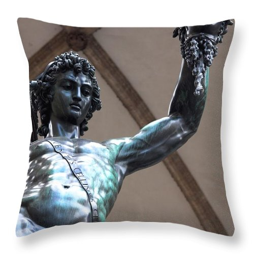 Ancient Throw Pillow featuring the photograph Perseo by Ulisse