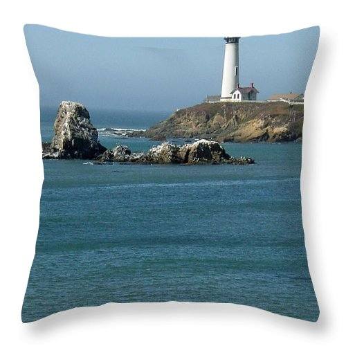 Lighthouse Throw Pillow featuring the photograph Pigeon Point Lighthouse Near Half Moon Bay-san Francisco by Suzanne Gaff