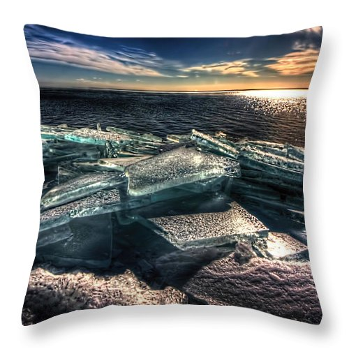 Plate Ice Throw Pillow featuring the photograph Plate Ice Brighton Beach Duluth by Amanda Stadther
