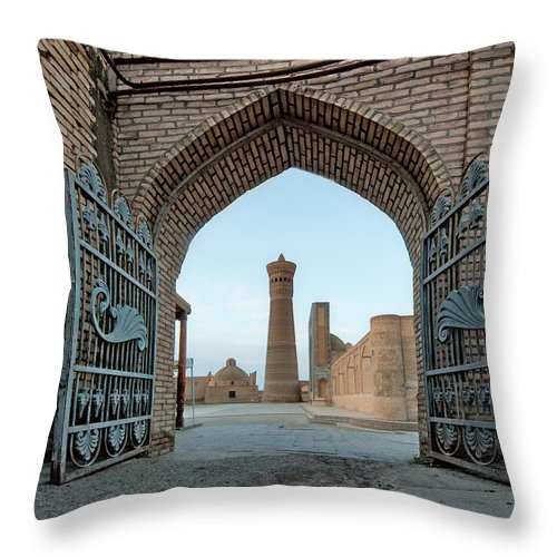 Tranquility Throw Pillow featuring the photograph Poi Kalyan Square by Elena Liseykina